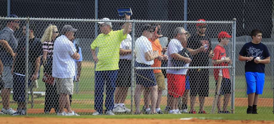 Fans line up for autographs during the first full-squad workout. Photo: Karen Warren, Houston Chronicle