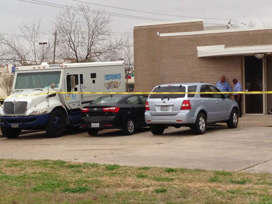 An armored-car guard was shot twice outside a Wells Fargo branch in Houston on Thursday. Photo: Mike Glenn, Chronicle