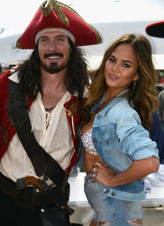 Captain Morgan and Christine Teigen attends Sports Illustrated Swimsuit Beach Volleyball Tournament on Ocean Drive at Miami Beach on February 20, 2014 in Miami, Florida. Photo: Frazer Harrison, (Credit Too Long, See Caption)