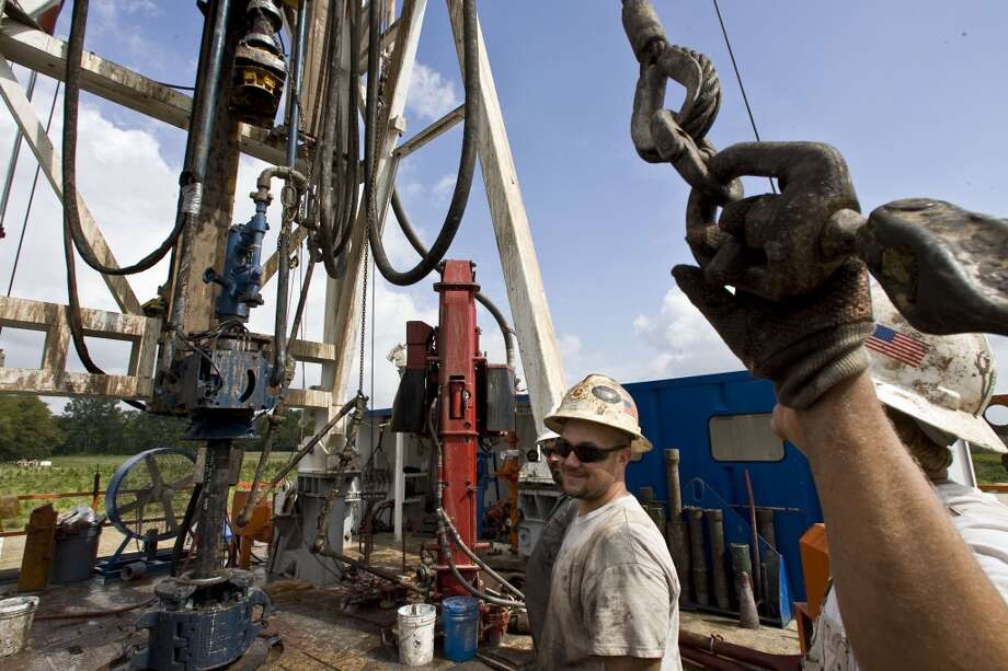 4. Haynesville Shale  Total water use:  8.3 billion gallons Average water per well: 5.5 million gallons Number of wells: 1,509  [Photo: Paterson-UTI Energy floor hand John Miller (center) works on a gas drilling rig at El Paso Holly Field drilling site in October 2009 in Grand Cane, La.] Photo: James Nielsen, Houston Chronicle