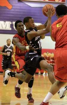 Huffman guard Zach Dumas drives past Yates guard Melvin Swift during the first half of a high school basketball game on Thursday, Feb. 20, 2014, in Houston  . Photo: J. Patric Schneider, For The Chronicle / © 2014 Houston Chronicle