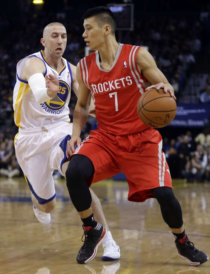 Steve Blake, left, guards Jeremy Lin. Photo: Ben Margot, Associated Press
