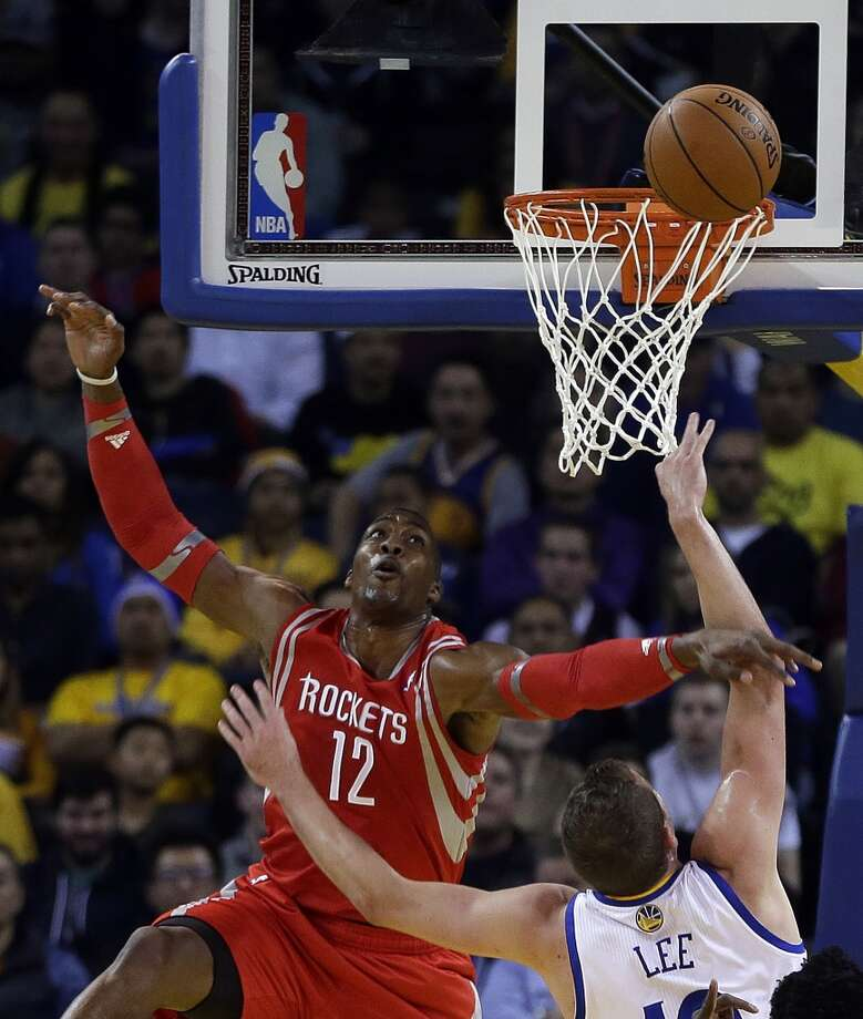 David Lee shoots over Dwight Howard. Photo: Ben Margot, Associated Press