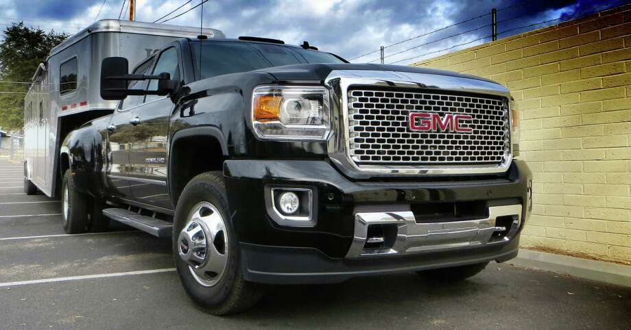 According to GM, more than 25 percent of the full-size pickups sold in America are heavy-duty models like the new 2015 GMC Denali 2500HD and 3500HD.
