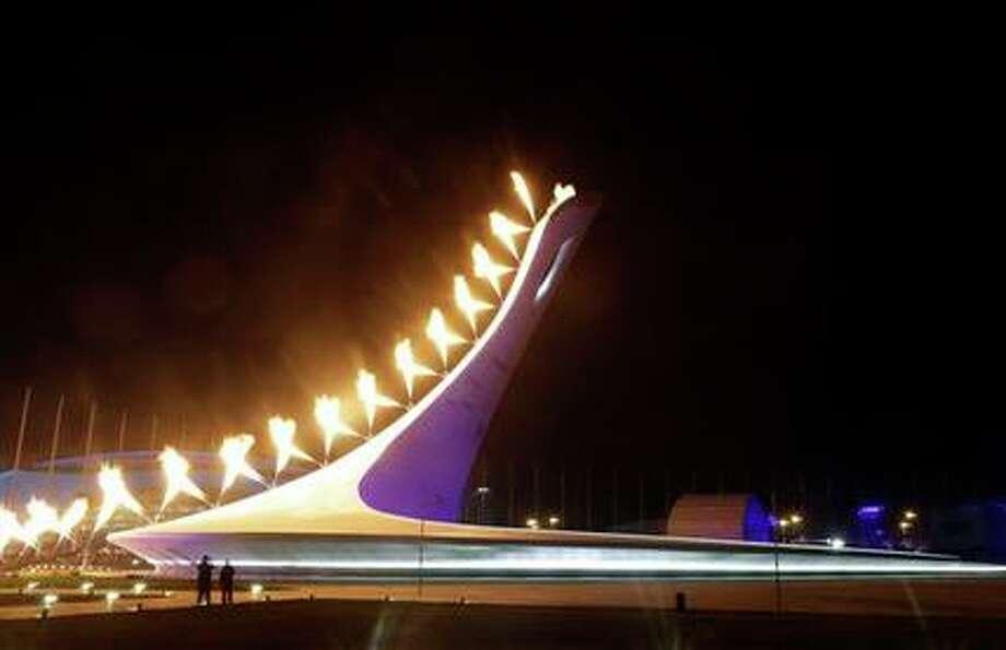 El pebetero olímpico es encendido en la inauguración de los Juegos Olímpicos de Invierno el viernes, 7 de febrero de 2014, en Sochi. (AP Photo/Darron Cummings) Photo: Darron Cummings, AP / AP