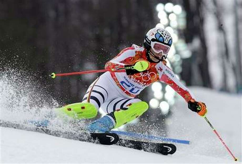La alemana Maria Hoefl-Riesch compite en la super combinada de mujeres en los Juegos Olímpicos de Invierno, el lunes 10 de febrero de 2014, en Krasnaya Polyana, Rusia. (AP Foto/Luca Bruno) Photo: Luca Bruno, AP / AP
