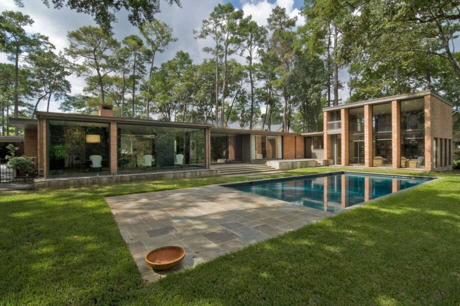 2009 WinnerThe renovation of a 1960 contemporary house in Hunters Creek