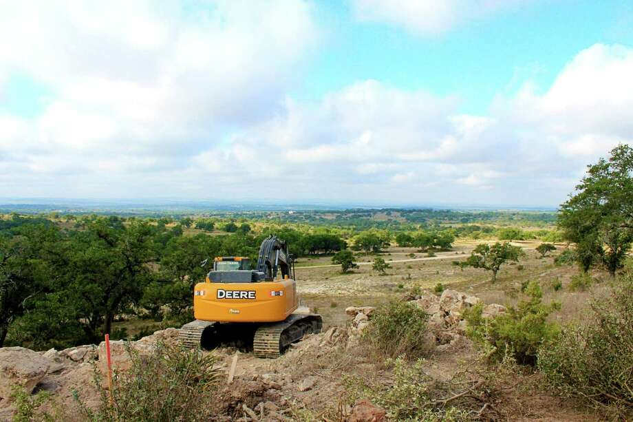 The mountain-top acreage properties at Summit Springs offer Hill Country views in the midst of the Colorado River Valley, near the town of Marble Falls.