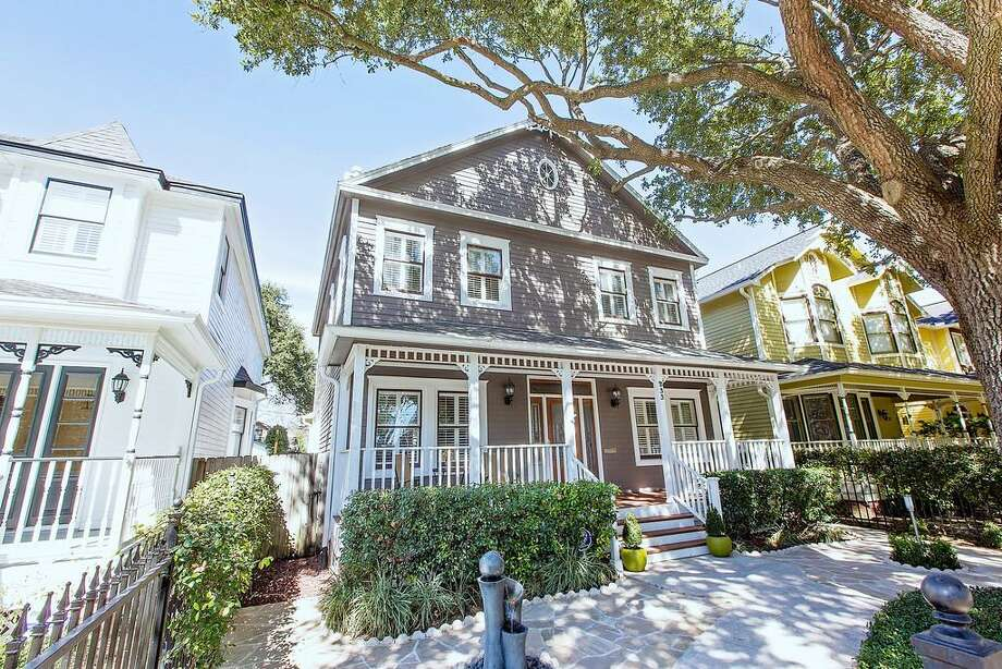 233 W 22nd: This 1998 home has 3-4 bedrooms, 2.5 bathrooms, 2,294 square feet, and is listed for $649,000. Open house: 2/23/2014, 2 p.m. to 4 p.m. Photo: Houston Association Of Realtors