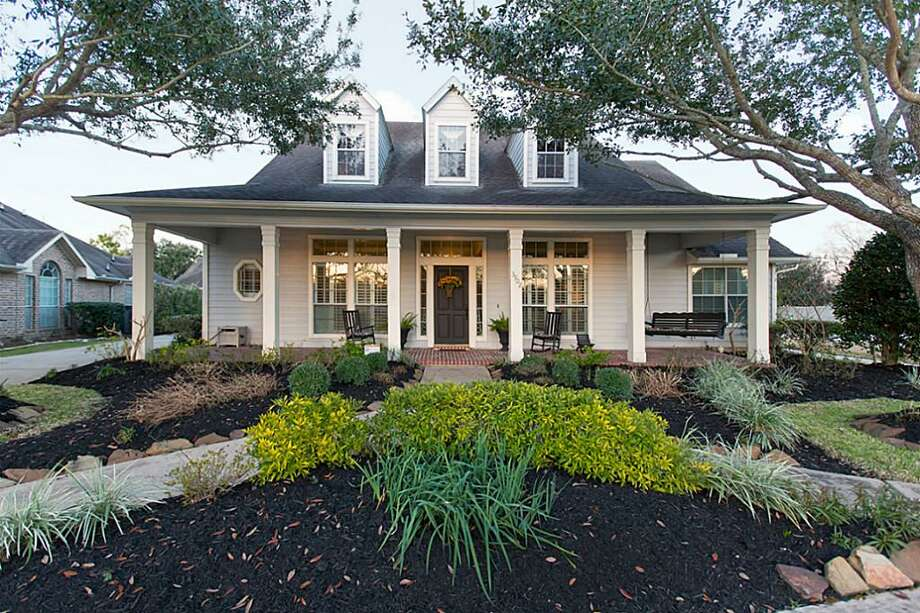 3902 Barnett Way: This 1999 home has 3 bedrooms, 2.5 bathrooms, 3,490 square feet, and is listed for $398,500. Open house: 2/23/2014, 2 p.m. to 4 p.m. Photo: Houston Association Of Realtors