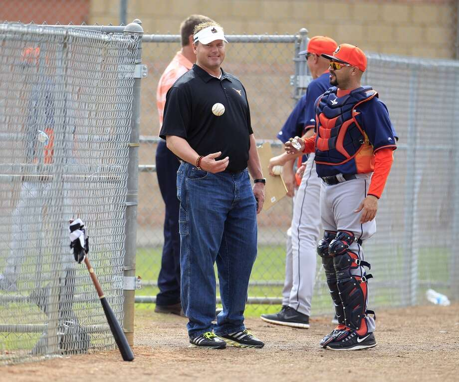 Roger Clemens chats with Astros bullpen catcher Javier Bracamonte during spring training workouts. Photo: Karen Warren, Houston Chronicle