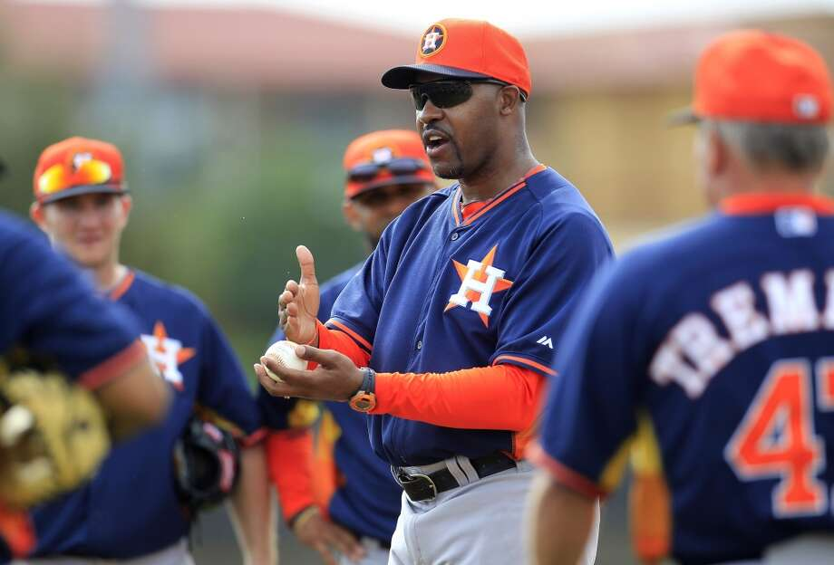 Astros manager Bo Porter speaks to his team during a spring training workout. Photo: Karen Warren, Houston Chronicle
