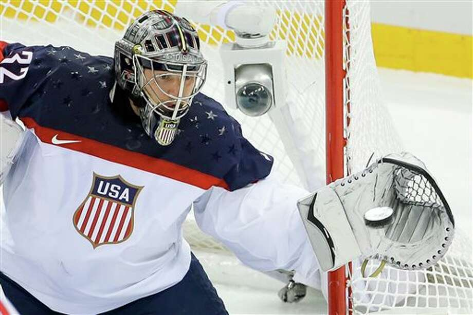 Jonathan Quick makes save vs Canada in semifinal
