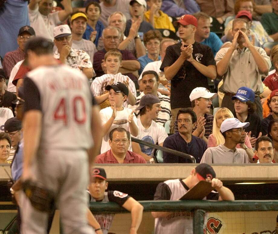 (7/10/03)  Reds starting pitcher, paul Wilson is heckled as he walks back to the dugout after being pulled by the manager, after giving up 6-runs with no outs to the first 8 batters he faced, during the Houston Astros-Cincinnati Reds baseball game at Minute Maid Park, Thursday evening.  (Karen Warren/Houston Chronicle) Photo: HOUSTON CHRONICLE