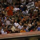 Baseball fans heckle Barry Bonds of the San Francisco Giants after Bonds hit an in field pop fly in the sixth inning of his game against the Houston Astros Monday, May, 15, 2006, at Minute Maid Park.  (Nick de la Torre/Chronicle)