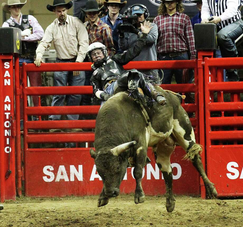 Trey Benton, III of Rock Island, Texas scores an 89 on Rio Bravo during the bull riding competition on Friday, Feb. 21, 2014. Photo: Kin Man Hui, San Antonio Express-News / ©2013 San Antonio Express-News
