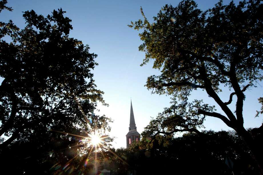 "Ahead of the vote, those pushing the split at First Presbyterian describe it as ""a sinking ship."" Opponents are ""debunking myths"" used to justify leaving. Photo: Johnny Hanson, Staff / © 2014  Houston Chronicle"