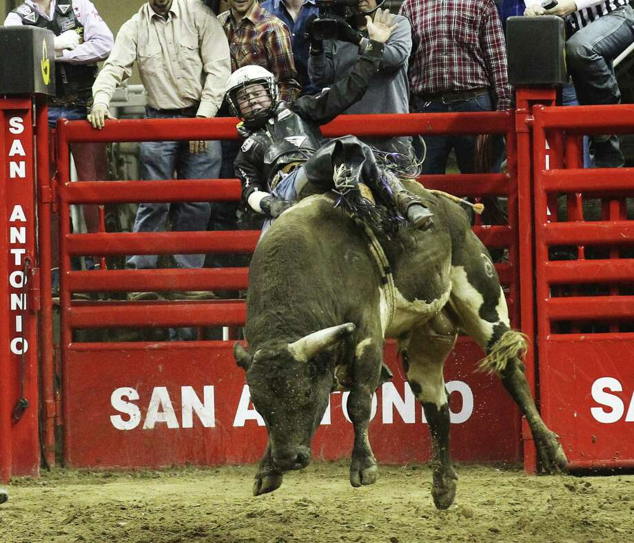 Trey Benton III of Rock Island scores an 89 on Rio Bravo during the bull riding competition on Friday. Photo: Photos By Kin Man Hui / San Antonio Express-News / ©2013 San Antonio Express-News