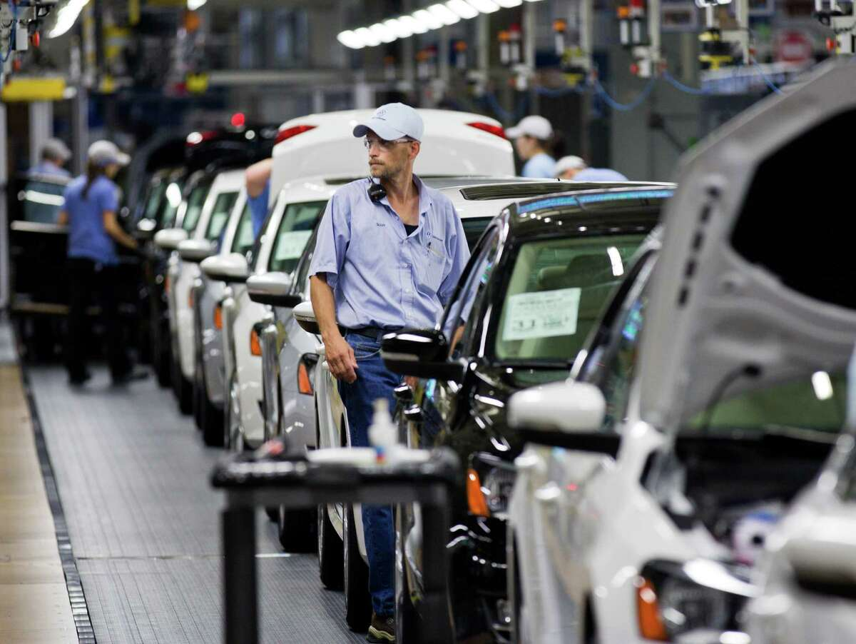 The United Auto Workers ended its appeal of a defeat this year at a Volkswagen plant in Chattanooga, Tenn. It hopes that pressures Republican lawmakers.