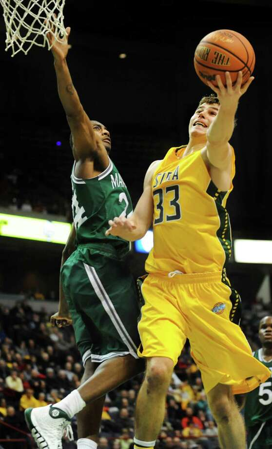 Siena's Rob Poole, right, goes to the hoop as Manhattan's George Beamon defends during their basketball game on Friday, Feb. 21, 2014, at Times Union Center in Albany, N.Y. (Cindy Schultz / Times Union) Photo: Cindy Schultz / 00025724A