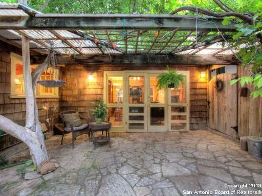 Totally charming Alamo Heights bungalow with all the right ingredients. Enjoy cool evening breezes on front screened porch or relaxing on hidden covered rear patio.Asking price: $479,000  - 211 Halcyon Place San Antonio, TX 78209-3824FeaturesBedrooms: 3Full Baths: 2Listing: Kuper Sotheby's Int'l Realty Photo: San Antonio Board Of Realtors