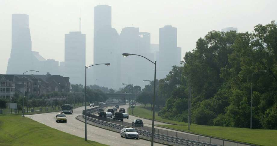 Smog shrouds downtown Houston while morning traffic traverses Memorial Drive. (Buster Dean / Chronicle) Photo: Buster Dean, Staff / Houston Chronicle