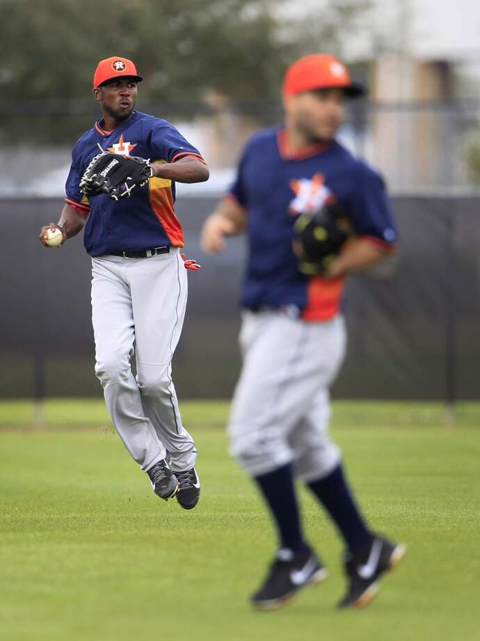 Dexter Fowler of the Astros fields a ball during spring training drills. Photo: Karen Warren, Houston Chronicle