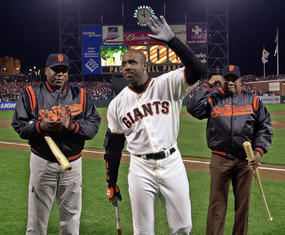 San Francisco Giants' Barry Bonds, center, waves to the crowd as he celebrates his 500th career home run with Hall of Famers Willie McCovey, left, and Willie Mays April 17, 2000, at Pacific Bell Park in San Francisco. Photo: BEN MARGOT, AP / AP