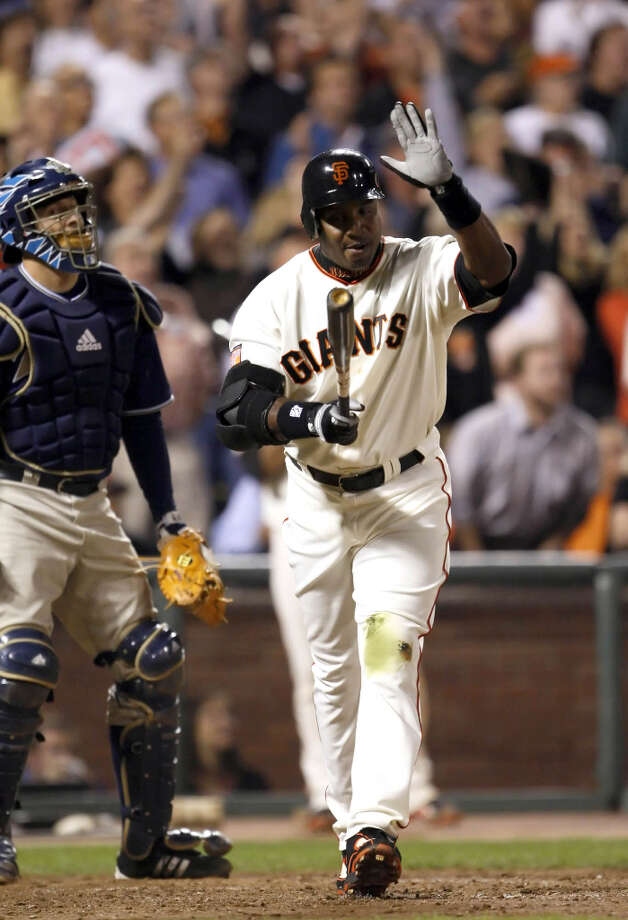 Barry Bonds slaps his bat after popping out deep to center field in his last at-bat as a San Francisco Giant at AT&T Park on September 26, 2007. Photo: Carlos Avila Gonzalez, The Chronicle / The San Francisco Chronicle