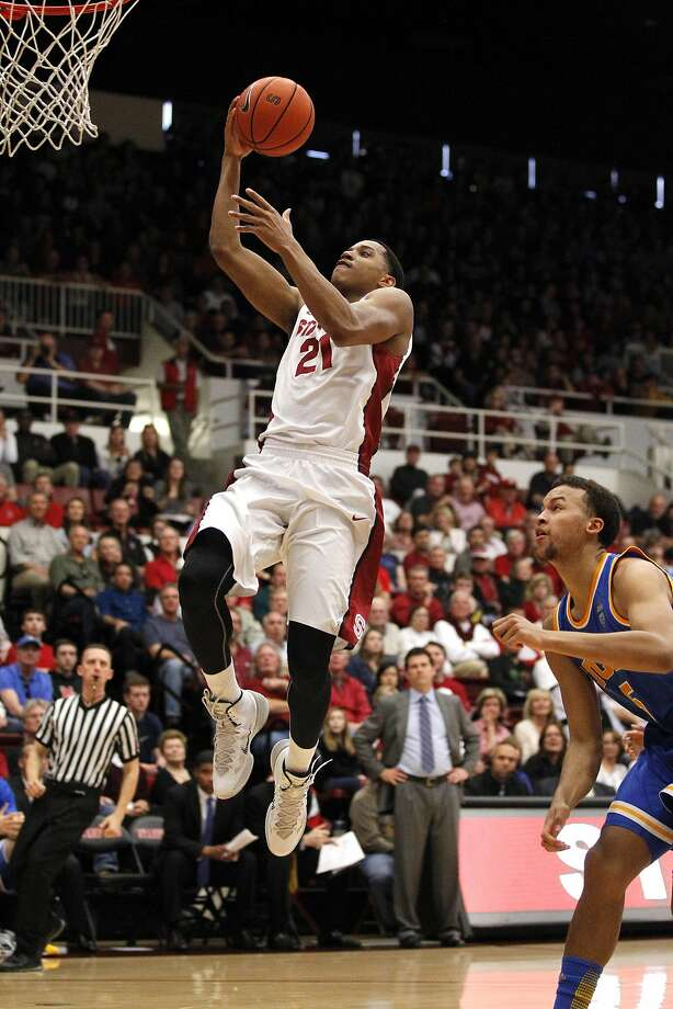 Stanford's Anthony Brown, who scored 18 points, soars past UCLA's Kyle Anderson on the way to a 38-30 halftime lead. Photo: Cary Edmondson, Reuters
