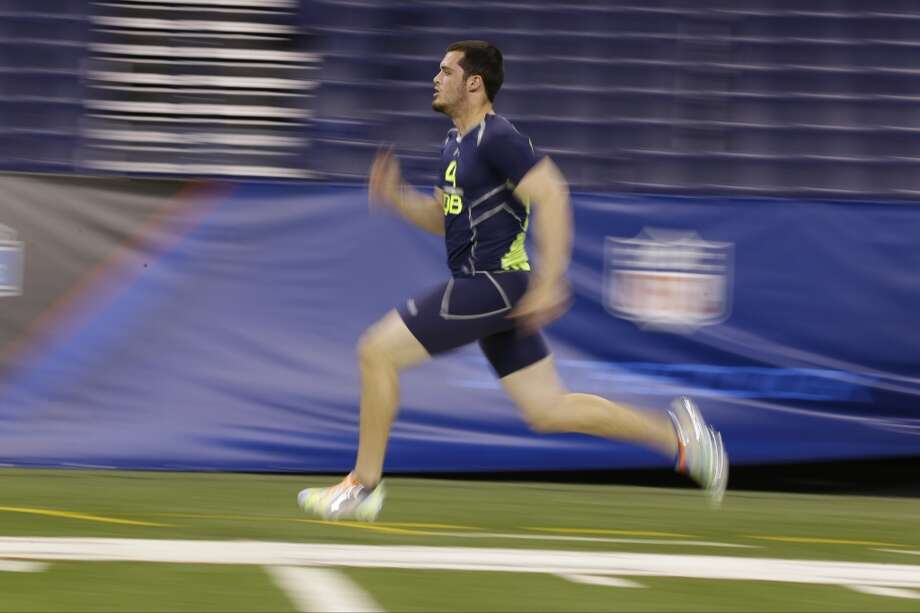 Former Fresno State quarterback Derek Carr runs the 40-yard dash. Photo: Michael Conroy, Associated Press