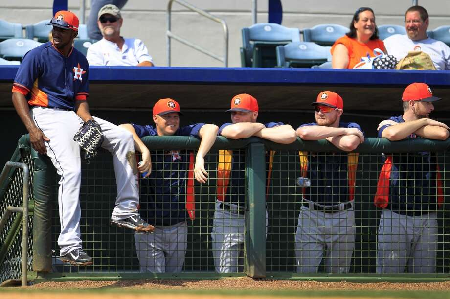 Dexter Fowler sits on the fence as his teammates look on. Photo: Karen Warren, Houston Chronicle