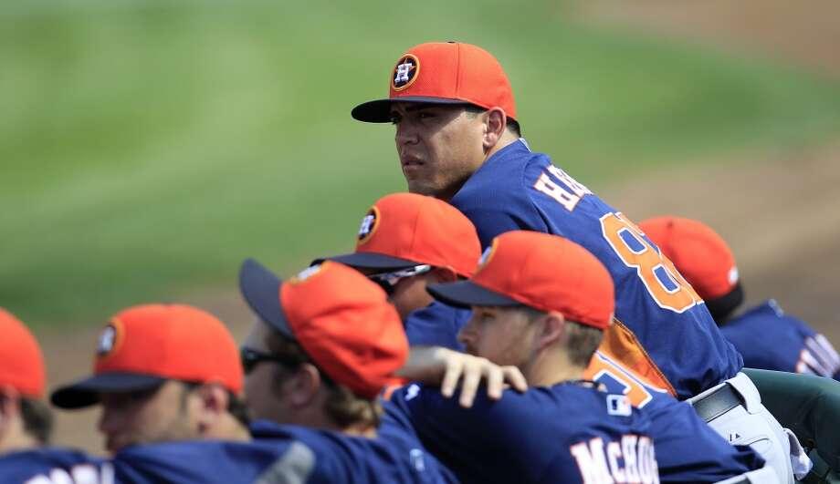 Leo Heras hangs on the dugout fence with his teammates. Photo: Karen Warren, Houston Chronicle