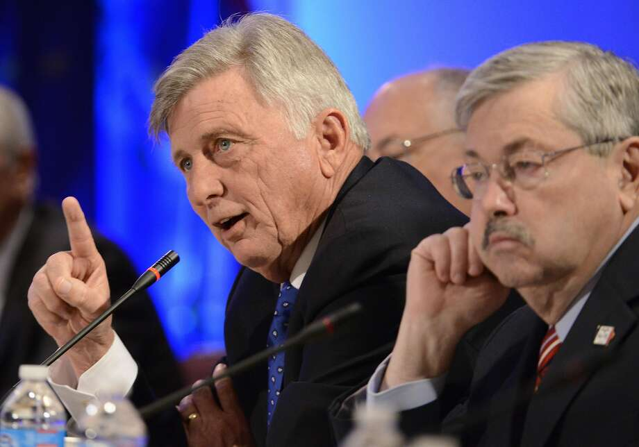 Arkansas Gov. Mike Beebe (left) and Iowa Gov. Terry Branstad attend a meeting in Washington. Photo: Mike Theiler, Reuters