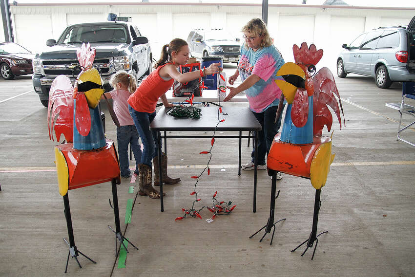Anne Perkovich (right) and granddaughter Shelby Perkovich, 11, decorate their table in preparation for the 37th annual Texas State Open Chili