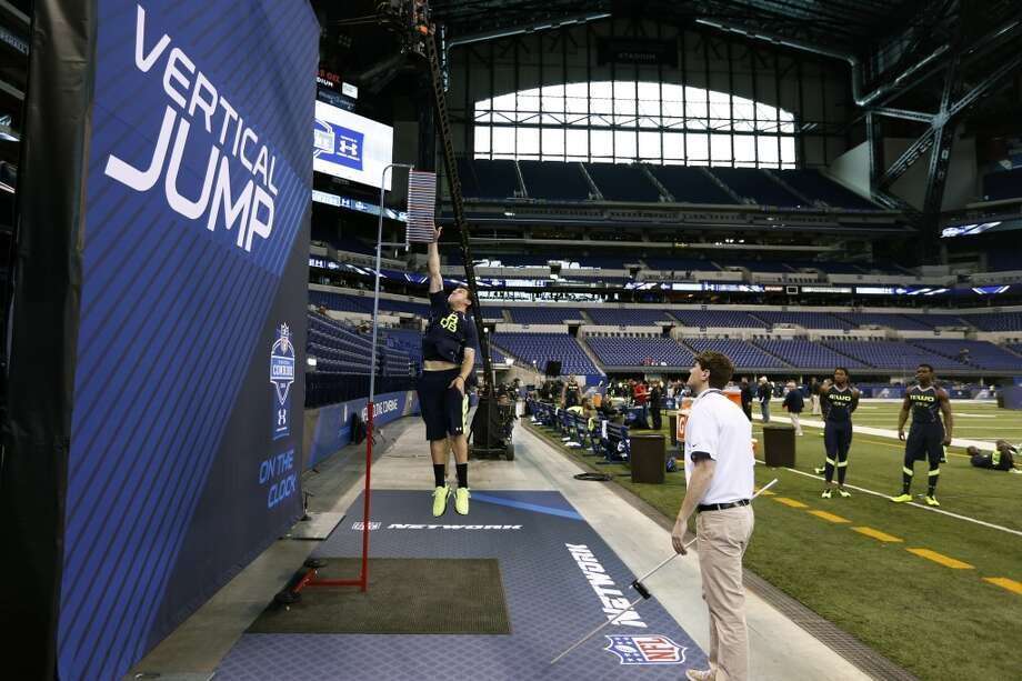 Former Texas A&M quarterback Johnny Manziel takes part in the vertical jump. Photo: Joe Robbins, Getty Images