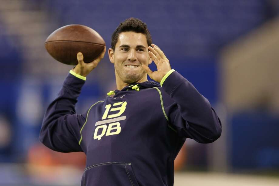 Georgia quarterback Aaron Murray throws during a drill. Photo: Michael Conroy, Associated Press
