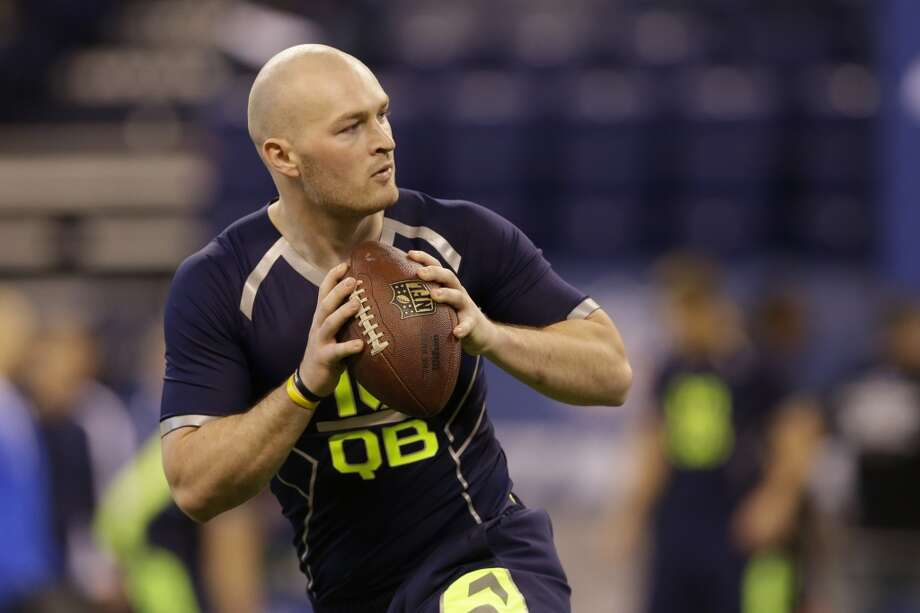 South Carolina quarterback Connor Shaw throws during a drill. Photo: Michael Conroy, Associated Press