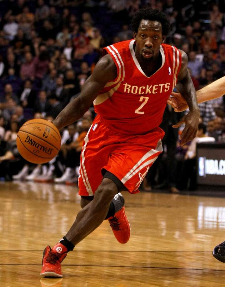 Rockets point guard Patrick Beverley (2) drives against the Suns. Photo: Rick Scuteri, Associated Press