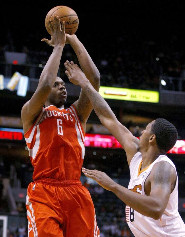 Rockets power forward Terrence Jones (6) shoots over Suns power forward Channing Frye. Photo: Rick Scuteri, Associated Press