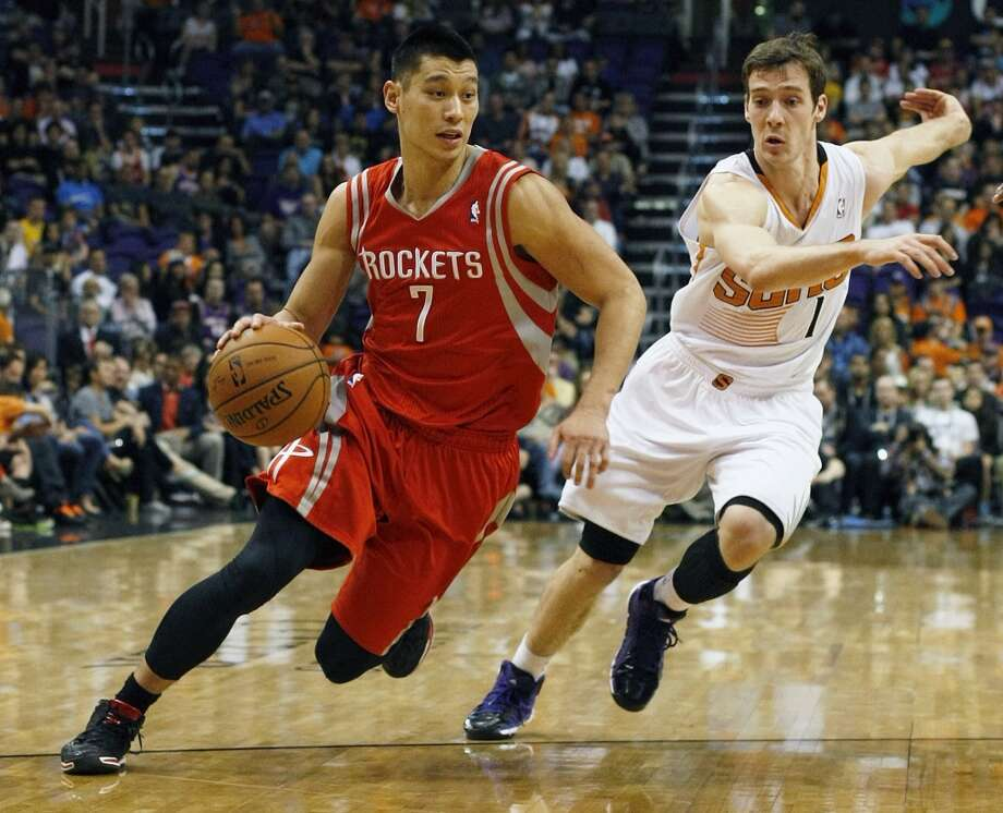 Rockets guard Jeremy Lin (7) drives past Suns guard Goran Dragic. Photo: Rick Scuteri, Associated Press
