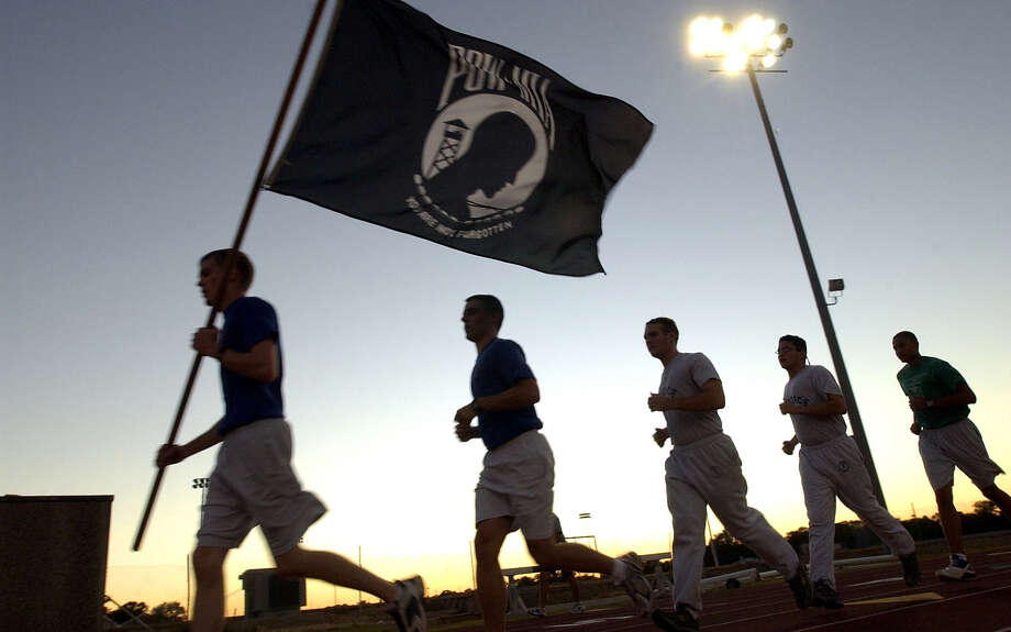 ROTC cadets run in 2005 at UTSA, where 54 officers graduated in 2012. Units producing less than 15 graduates a year are being questioned as to their cost-effectiveness. The unit at St. Mary's University is among those. Photo: TOM REEL, SAN ANTONIO EXPRESS-NEWS / SAN ANTONIO EXPRESS-NEWS
