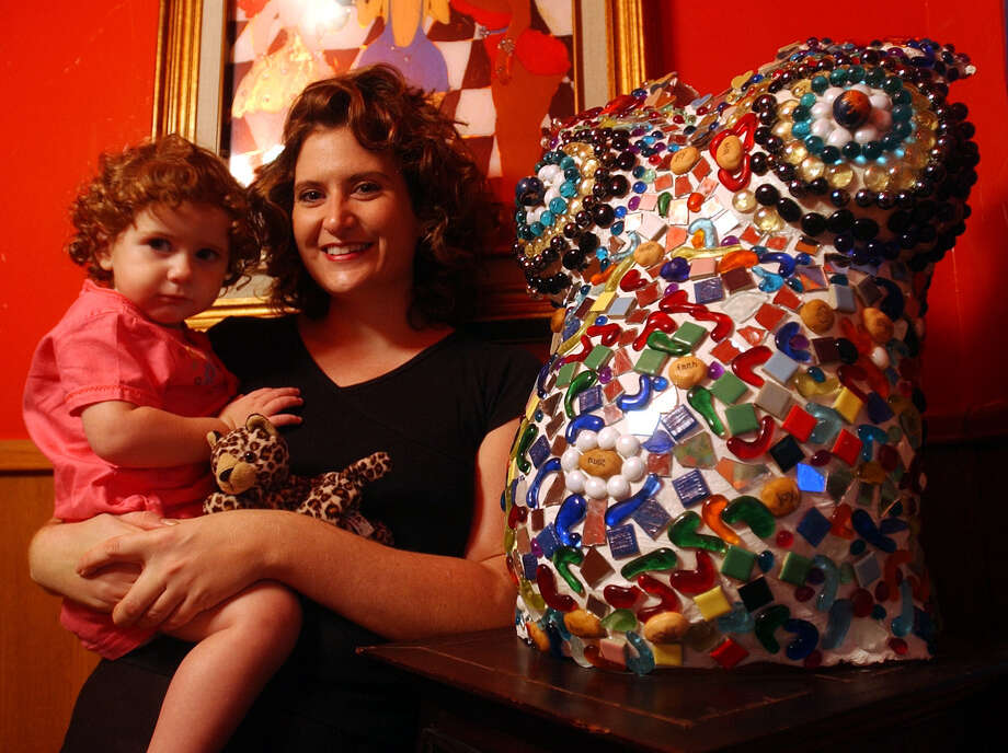 Sheila Earle and her daughter, Camille, pose by her belly cast. / SAN ANTONIO EXPRESS-NEWS