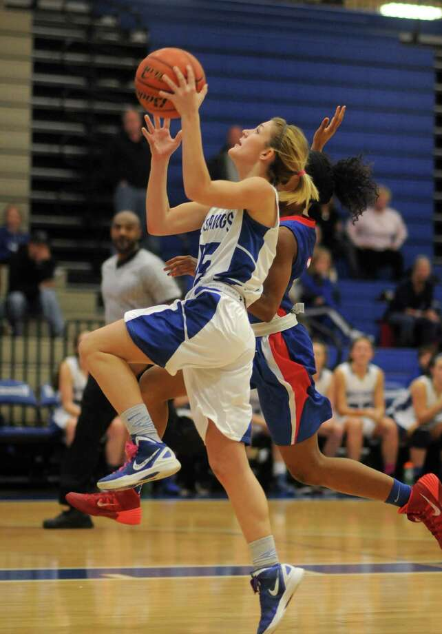 Point guard Abby McClure is one of several seniors who are graduating from Friendswood. Photo: Jerry Baker, Freelance