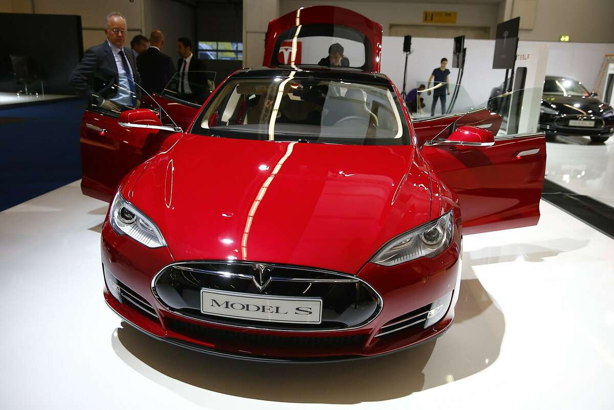 A Tesla Model S electric car is displayed during a media preview day at the Frankfurt Motor Show (IAA) in this file photo taken September 10, 2013. The Tesla Model S was named by Consumer Reports magazine on Tuesday as its overall top pick for 2014, while Japanese models took five spots in the annual rankings, their worst showing in the 18-year history of the ratings. REUTERS/Kai Pfaffenbach/Files (GERMANY - Tags: BUSINESS TRANSPORT)