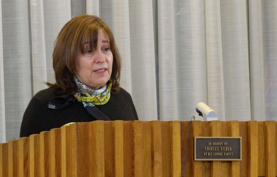 Pam Ehrenkranz gives a eulogy for her uncle, Rabbi Joseph Ehrenkrantz, at Agudath Shalom on Tuesday, February 25, 2014. Photo: Lindsay Perry / Stamford Advocate