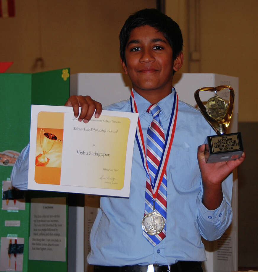 Nolan Ryan Junior High student Vishu Sadagopan won a $200 scholarship at the Alvin ISD Science Fair for his project The Cool Science Behind Colorful Leaves. Photo: Alvin Community College