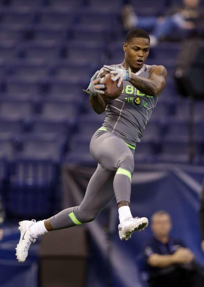 Florida defensive back Marcus Roberson makes a catch as he runs a drill. Photo: Michael Conroy, Associated Press
