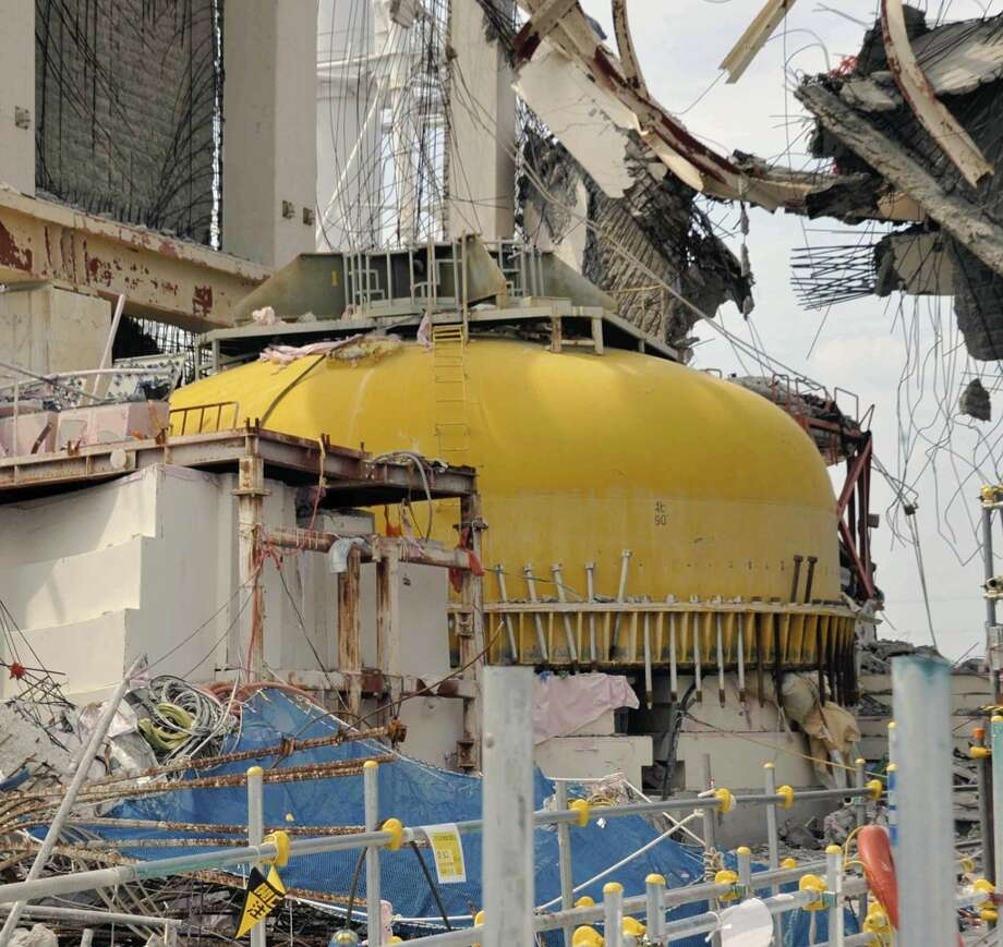 The cover for the reactor is seen in the No. 4 reactor building at Tokyo Electric Power Co.'s (Tepco) Fukushima Dai-Ichi nuclear power plant in Okuma Town, Fukushima Prefecture on May 26, 2012.   (Toshiaki Shimizu/AFP/Getty Images) Photo: AFP, AFP/Getty Images