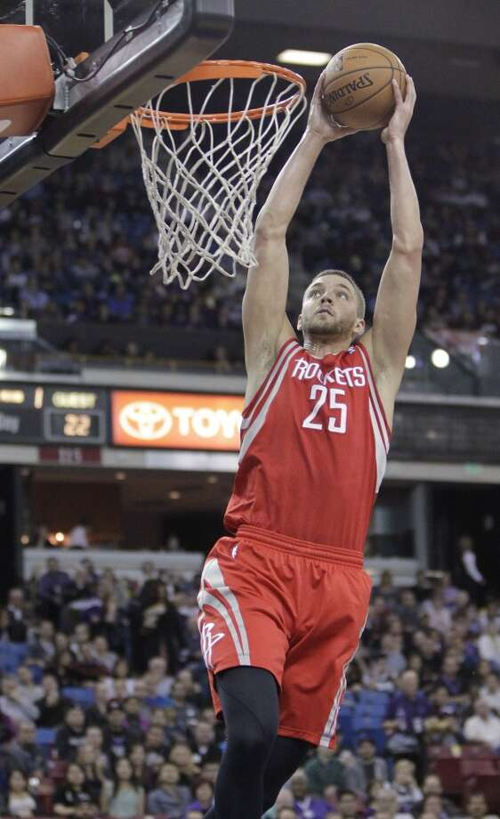 Rockets forward Chandler Parsons dunks against the Kings. Photo: Rich Pedroncelli, Associated Press